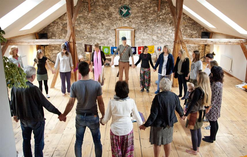 MANTRA IN MOTION Dance & Song Day mit Glen Unmana